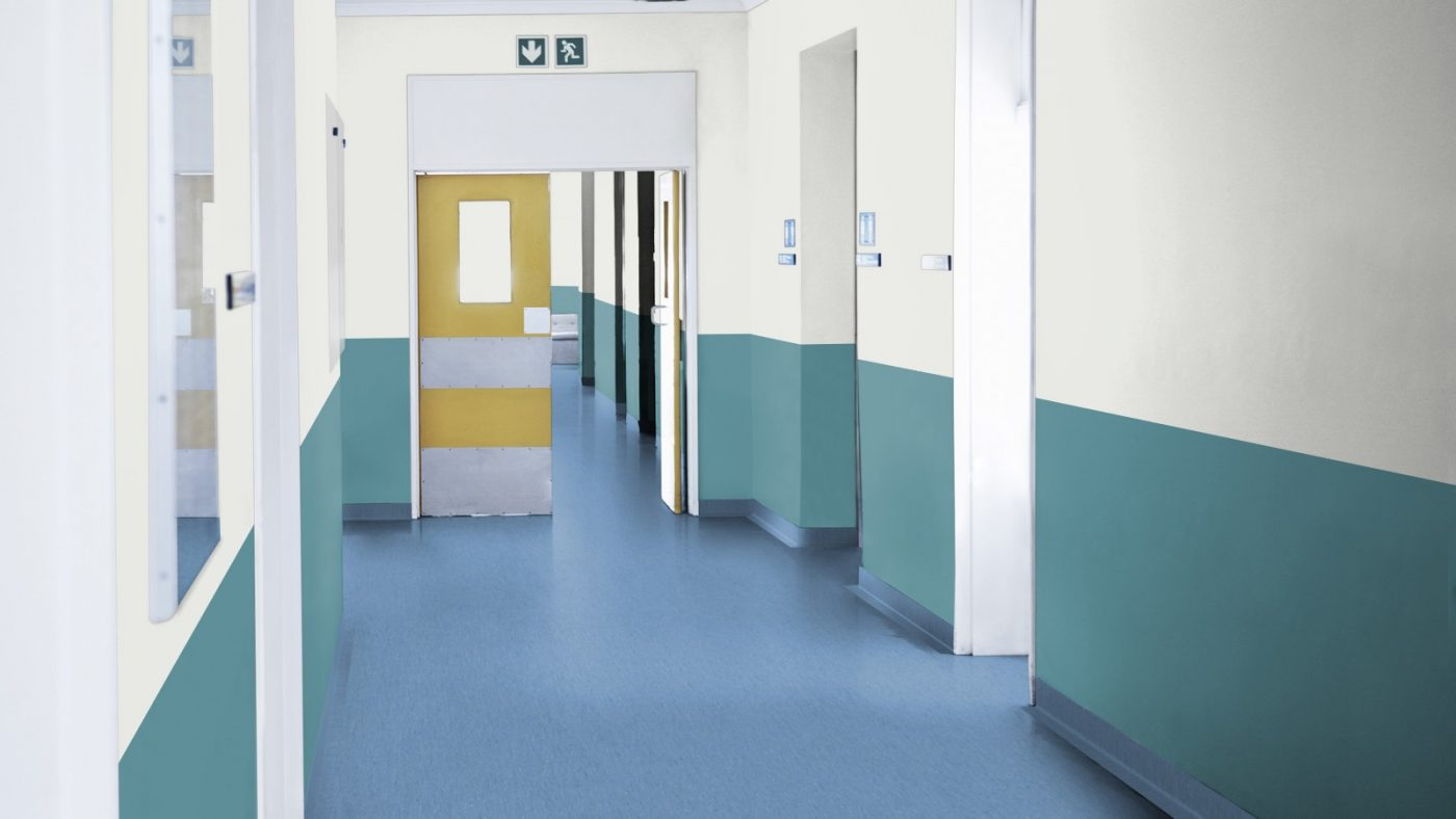 Covor pvc si tapet Tarkett montat in hol de spital