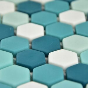 Mozaic hexagonal de sticla satinata turquoise A-MBO06-XX-006 detaliu